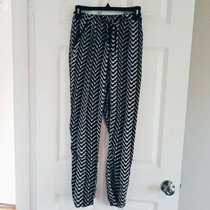 Charlotte Russe Pants - Black and white trouser sz S